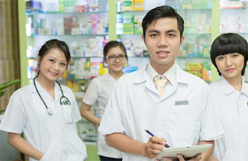 Đội ngũ trình dược viên giỏi sẵn sàng tư vấn tận tâm cho khách hàng tại Đa khoa Phương Nam